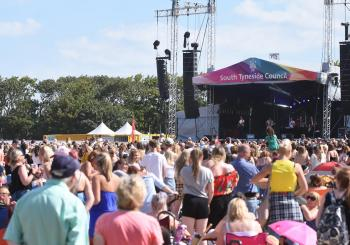 South Tyneside Festival - Ella Henderson en South Shields