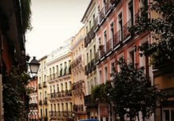Tour of Old Facades of Lavapies en Madrid