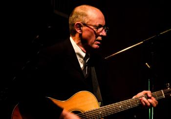 Andy Fairweather-Low en Darwen