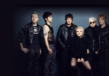 Blondie with special guest Garbage - Against The Odds en Hull