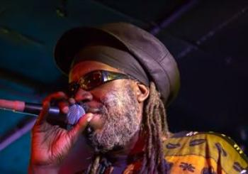Macka B and The Roots Ragga Band Ruddocks Om en Lewes Con Club