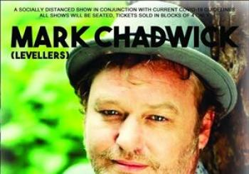 Mark Chadwick socially distanced show en Bedford Esquires